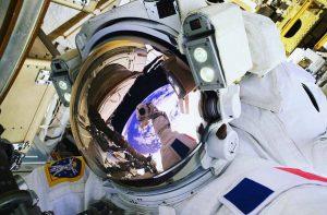 003-selfie sortie extravehiculaire